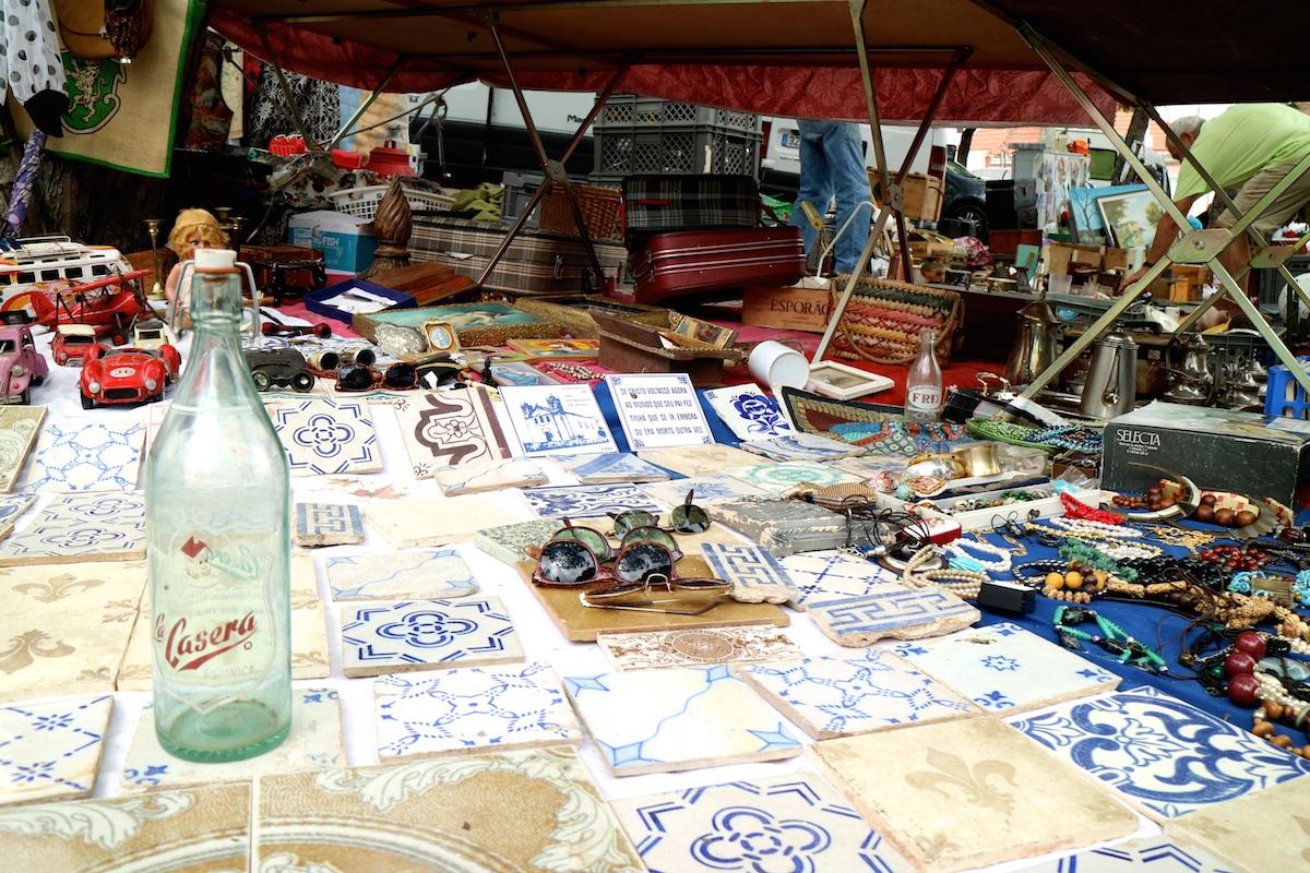 negozi vintage a lisbona, feira da ladra