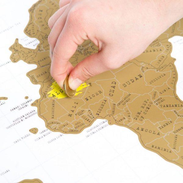 regali per viaggiatori, mappa del mondo da grattare