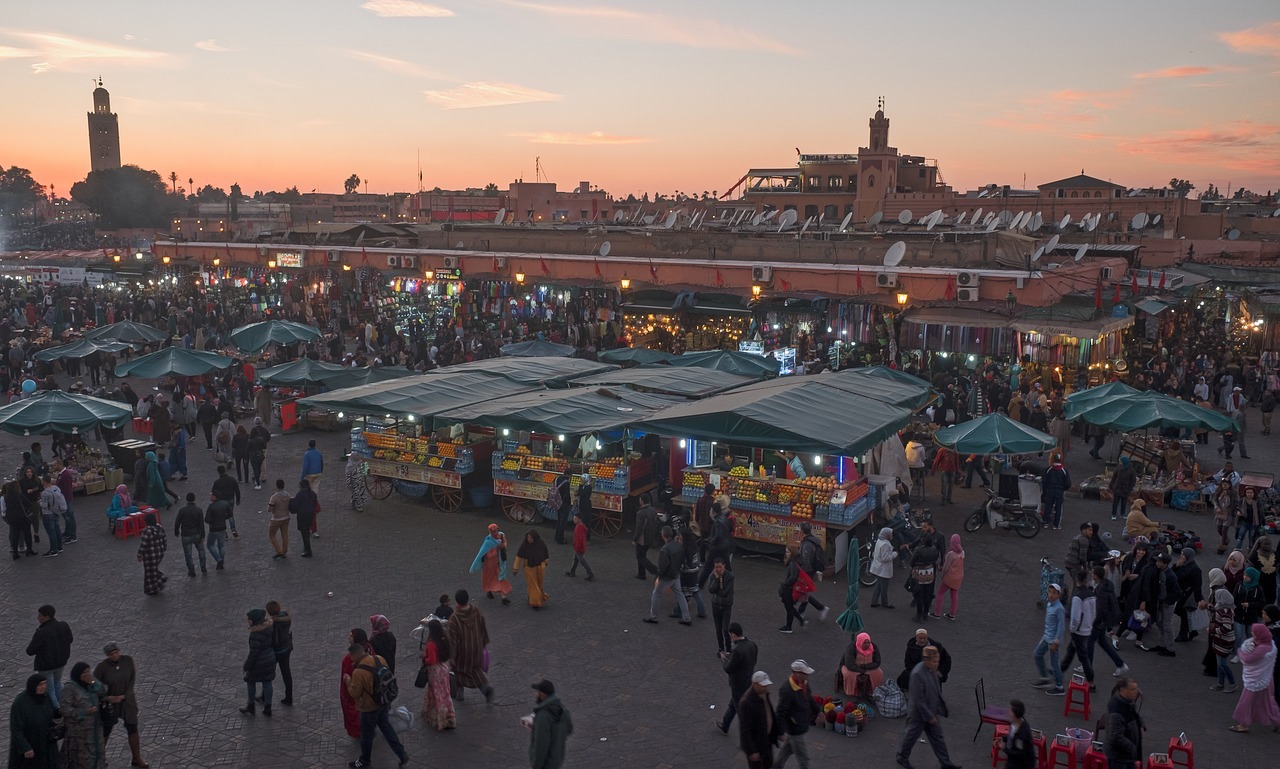 piazza-marrakech-mercato-tramonto-marocco