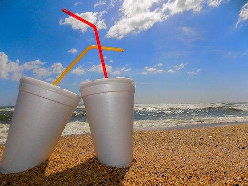 cannucce-mare-spiaggia-viaggi-sostenibili
