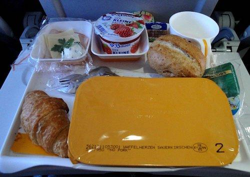cibo-aereo-plastica-viaggi-responsabili