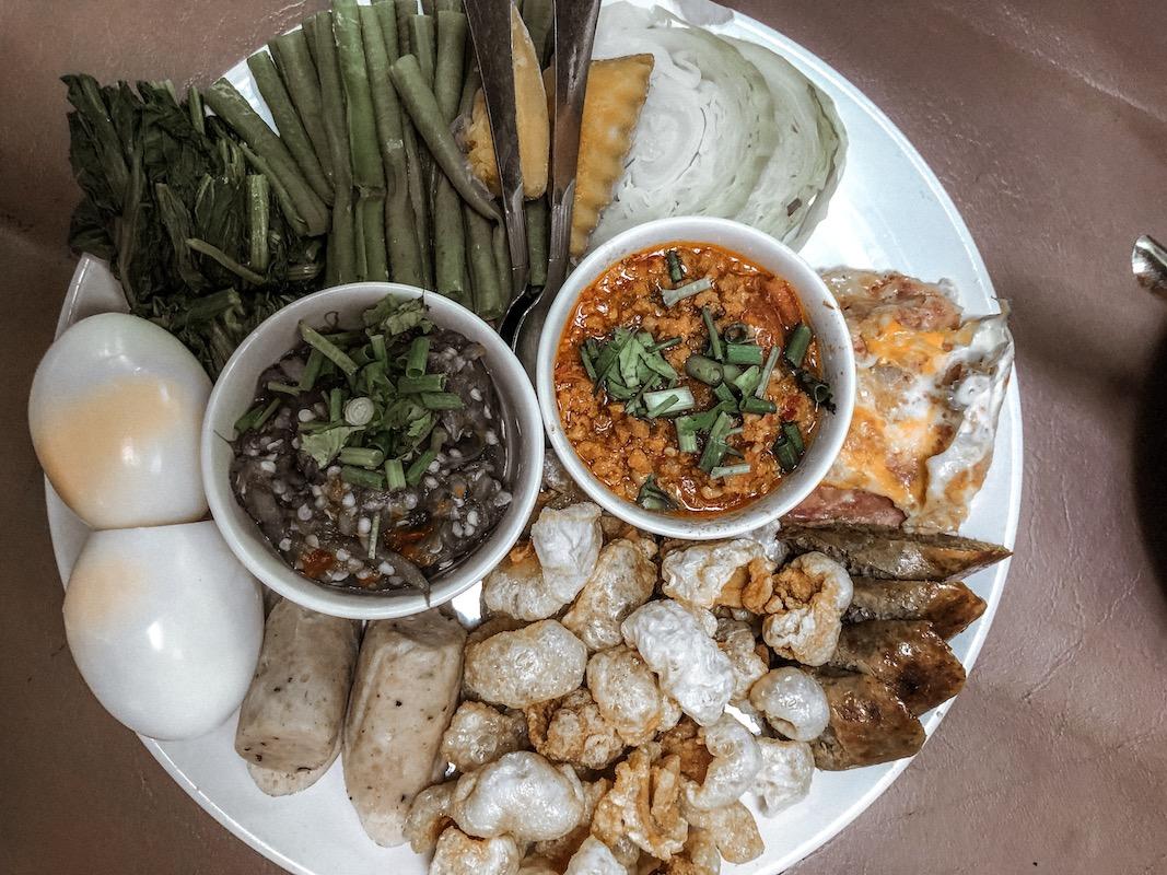 cosa mangiare in thailandia, pad thai, cibo thailandese, kap moo
