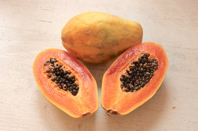 frutti-esotici-frutta-esotica-frutta-strana-papaya