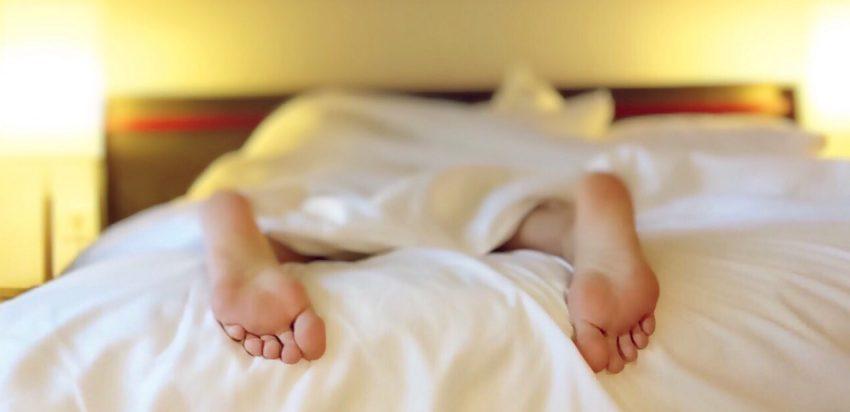 Come prendere sonno in viaggio: 10 rituali per dormire bene