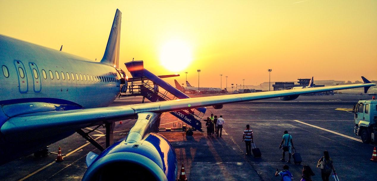 Dormire in aereo consigli da esperti per viaggiare riposati